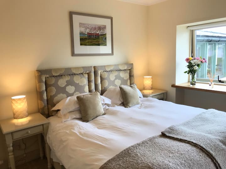 Luxury loch side accommodation Room 1