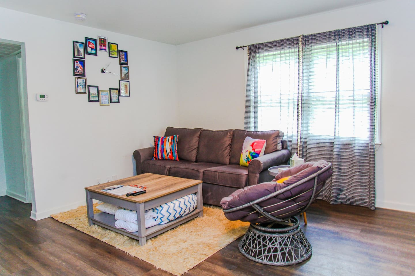 This gorgeous living room features modern and super comfortable furniture, HDTV with high speed internet, and more!
