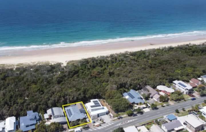 Ocean Front Hideaway Home - Direct Beach Access