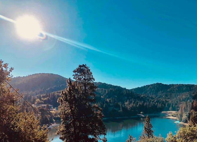 BEAUTIFUL LAKE VIEW GETAWAY
