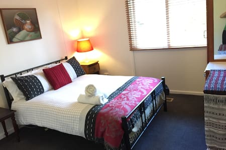 CENTRAL CANBERRA GUESTHOUSE - Narrabundah