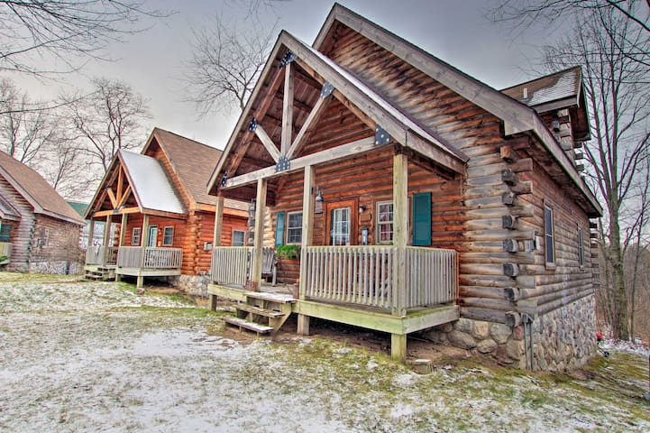 NEW! Rustic Rothbury Cabin at the Double JJ Resort