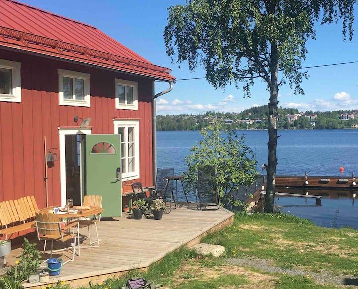 Stuga vid Storsjön/ Guest house by the lake!