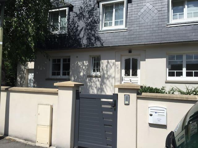 Chambre agreable a 15min de CDG - Dammartin-en-Goële - House