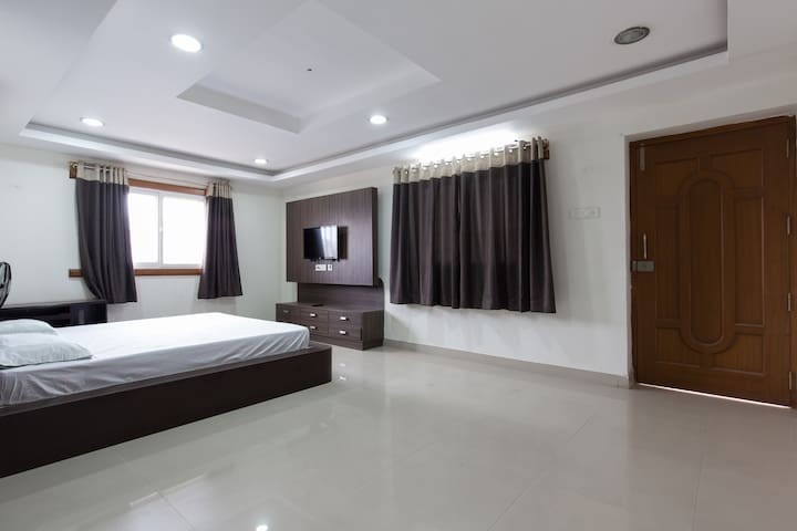 Calm, Big, Bright house HiTech city - Hyderabad - Leilighet