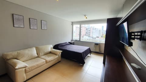 Single room with pool, very good location