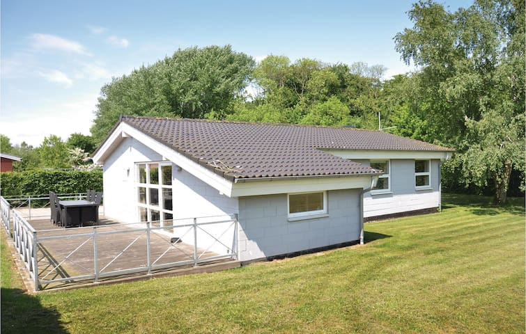Holiday cottage with 3 bedrooms on 95m² in Egernsund