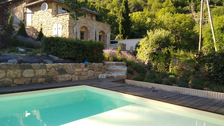 Source bien-aimée: verblijf met verwarmd zwembad