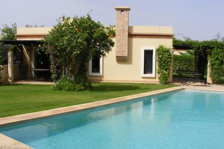 (129) vaste 3 chambres, très grande piscine 6 X 12