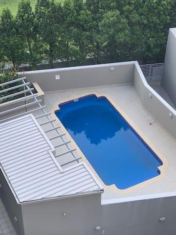 Room - Private balcony/Pool/Gym. Next Mascot train