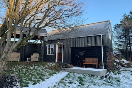 Cosy cottage with SAUNA. Excellent  location.
