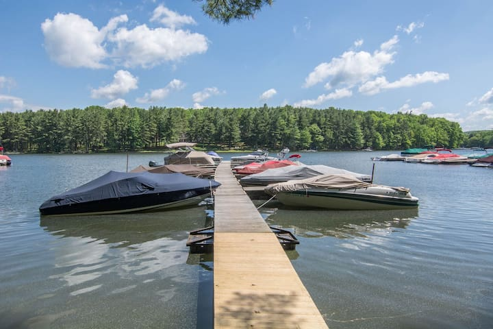 Guests can rent a dock slip for $15/day by calling the Sky Valley Community building - (301)-387-7190.