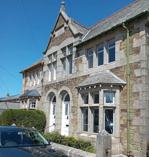 No. 12, Gorgeous Grade II Victorian home