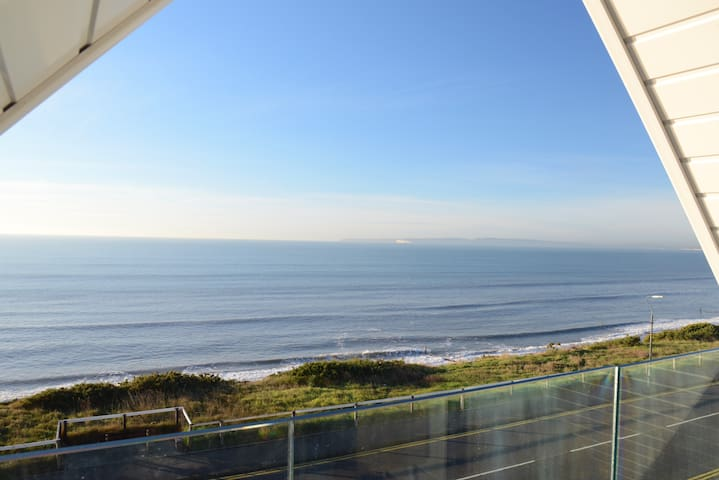 Stunning Beachside Apartment- Balcony & Parking