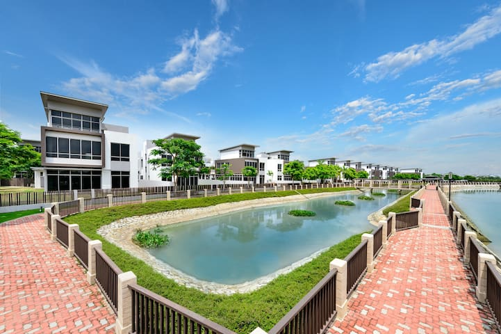 Riviera Cove- Waterfront and exclusive villa