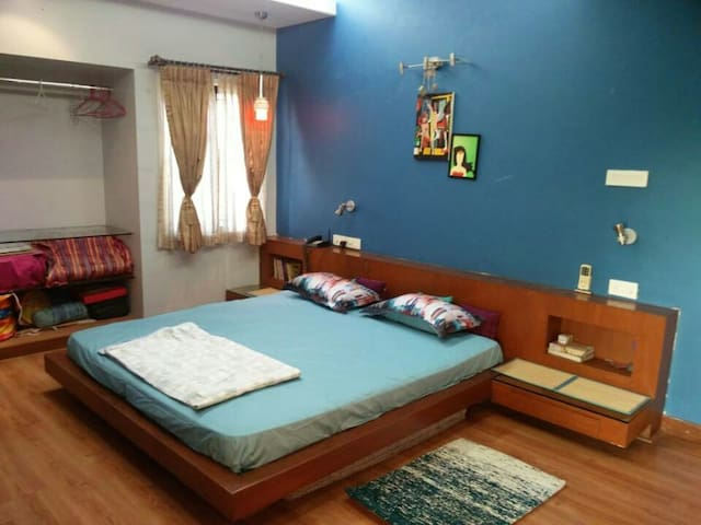 Private Room in Posh Area- Alwarpet