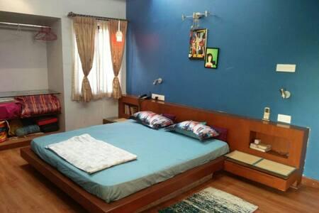 Private Room in Posh Area- Alwarpet