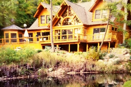 Magnificent, 5B Log Home on Gr. Traverse Bay