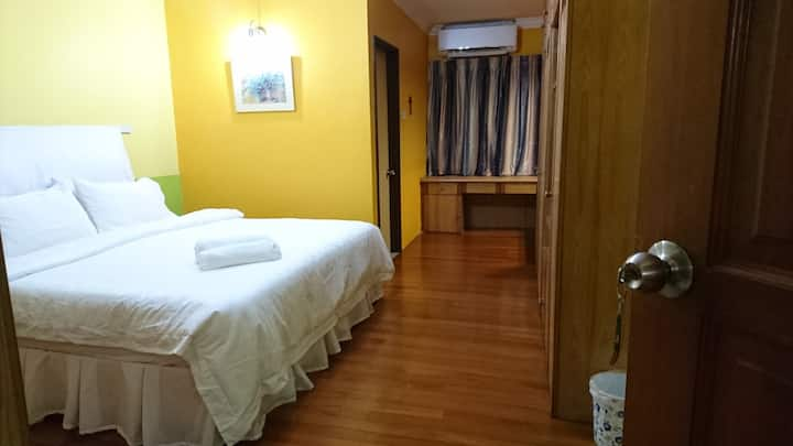 Walking distance frm Mid Valley, RM300 for 3 rooms
