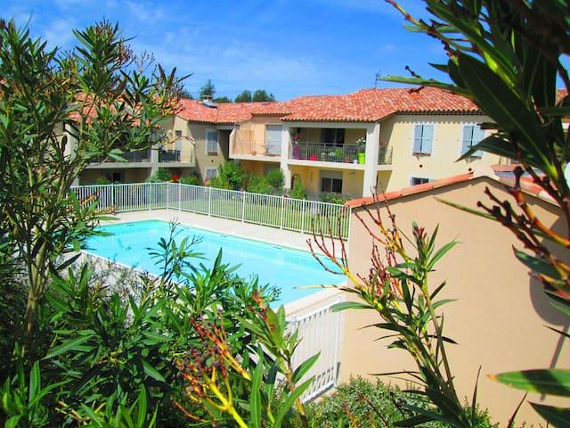 Beau T2 de standing avec piscine face aux alpilles - Saint-Rémy-de-Provence - Appartement
