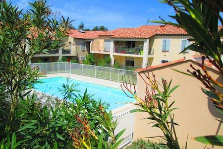 beau T2 de standing avec piscine face aux alpilles - Saint-Rémy-de-Provence