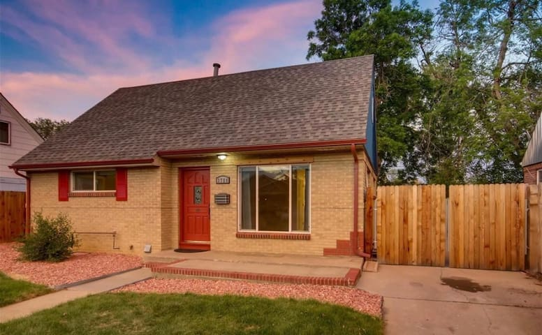 private room upstairs close to Downtown Denver