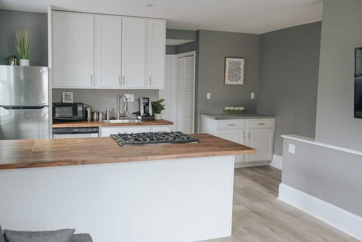 Beautiful Light and Airy Private One Bedroom Apt..