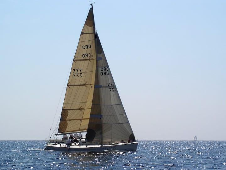 Sailing boat Beneteau 40.7 Farr