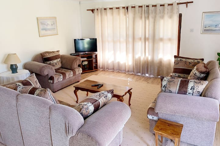Cottage 2 comprises two double bedrooms, each with a modern en-suite (bath & shower), and an open plan lounge (with aircon and DSTV), dining area, and fully equipped kitchen (oven, stove, microwave, toaster, kettle, fridge and all crockery and cookware).