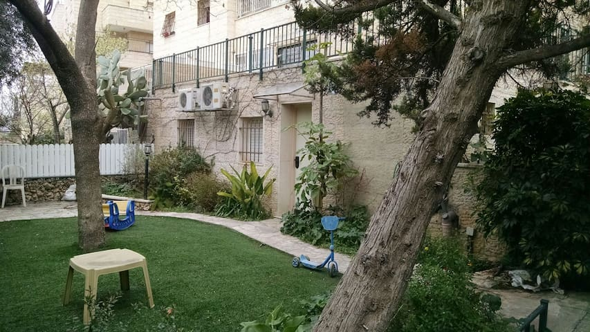 Comfy abode in the hills of Har Nof - Jerusalem - Rumah