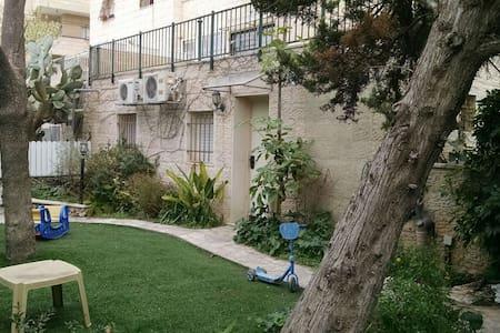 Comfy abode in the hills of Har Nof - Jerusalem - Rumah