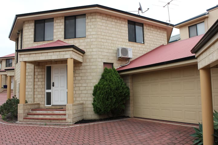 Two storey townhouse in Marlston Hill - Bunbury - Reihenhaus