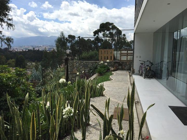 """Bambu Sierra"" Moderna Eco-Suite con jardín 106"