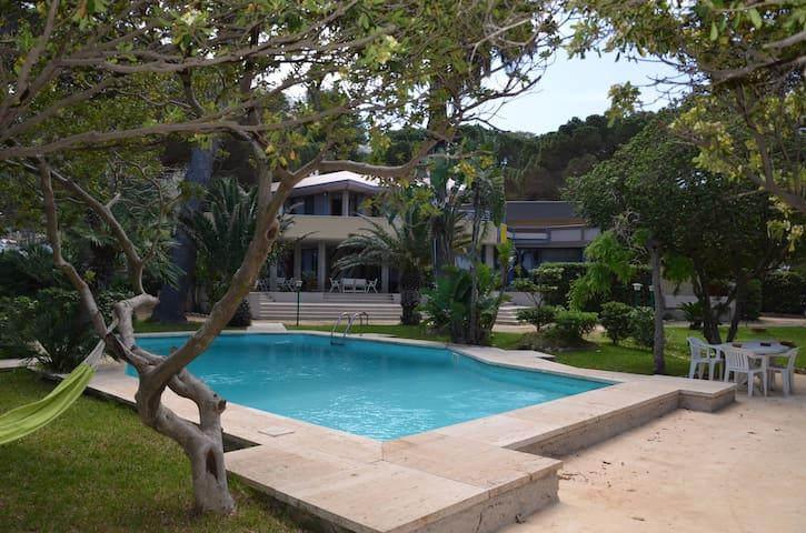 Appartamento-storica Villa sul mare ed in città