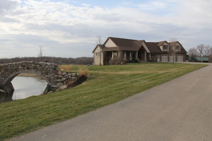 Ranch style on private 8 acres. - Shakopee - Dom
