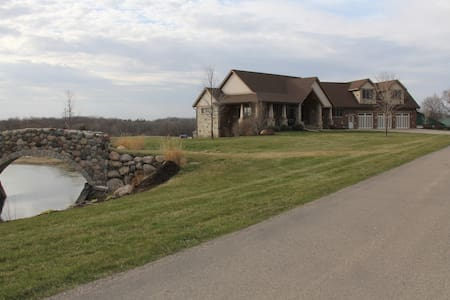 Ranch style on private 8 acres. - Shakopee