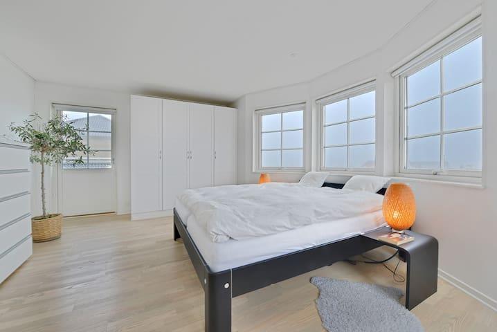 Stor luxusvilla med have og panorama udsigt - Roskilde - House