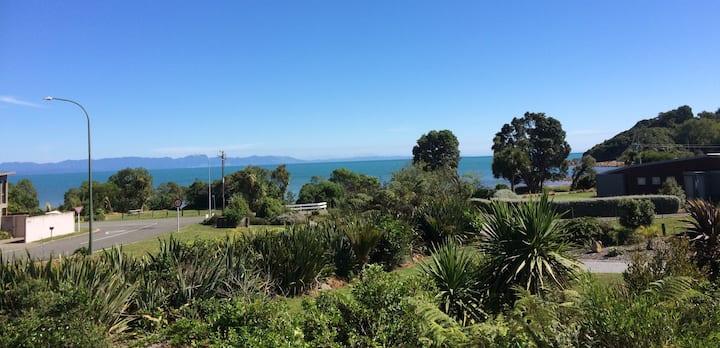 Virtually Beachfront - Best bach in Ligar Bay