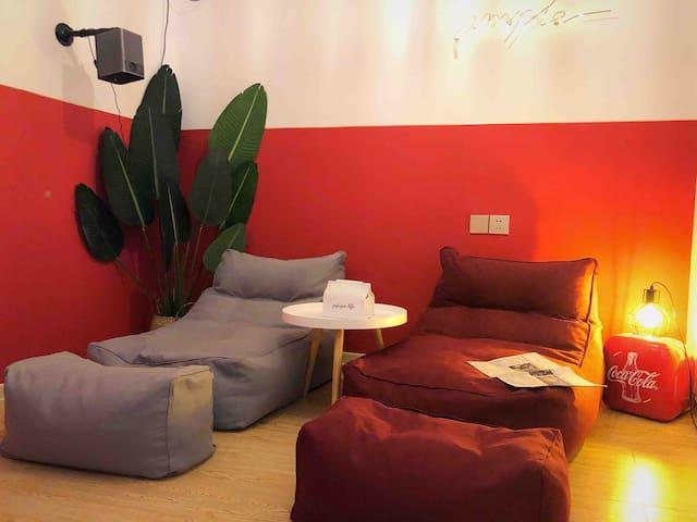 厘尔·摩洛哥风情两居室|巨幕投影|网红吊椅|大学城商务中心|开放式厨房