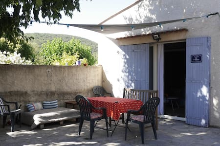 Proche Montpellier, studio avec terrasse - Les Matelles - Casa