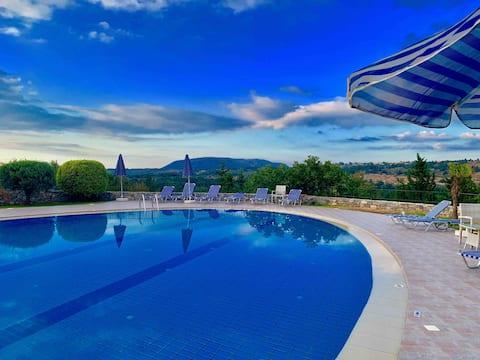 Villa tranquila en las montañas Creta con piscina
