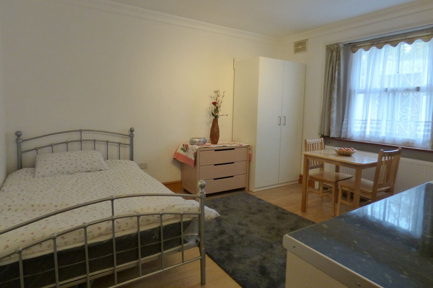 A comfortable double room within 15 minutes to Old Street.