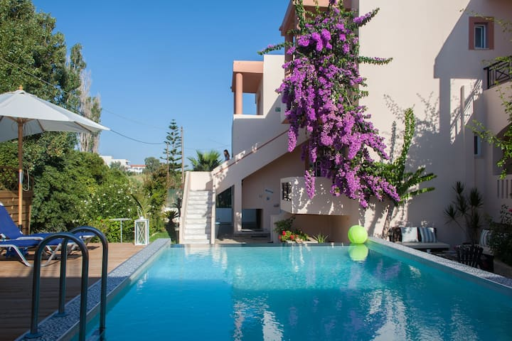 Holiday apartment with new Pool near the Beach