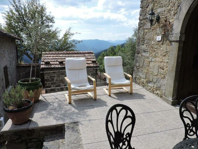 Entire Holiday cottage, overlooking Bagni Di Lucca