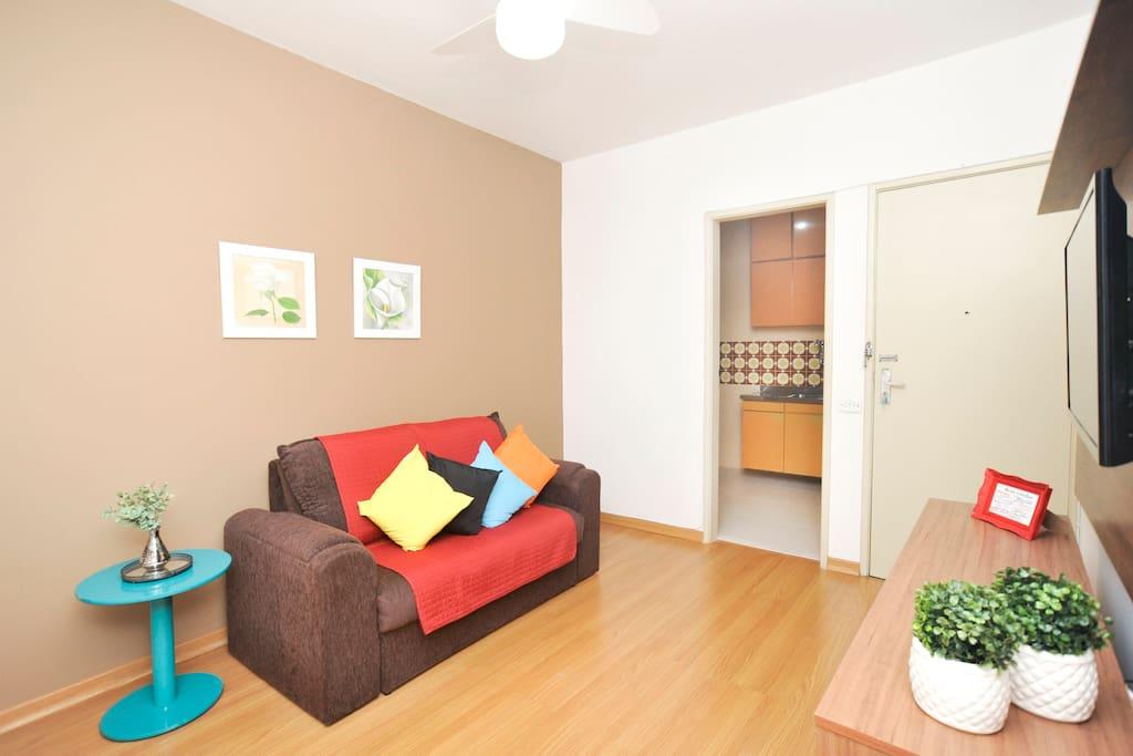 sala de jantar e estar / Dining room and living room / comedor y sala de estar