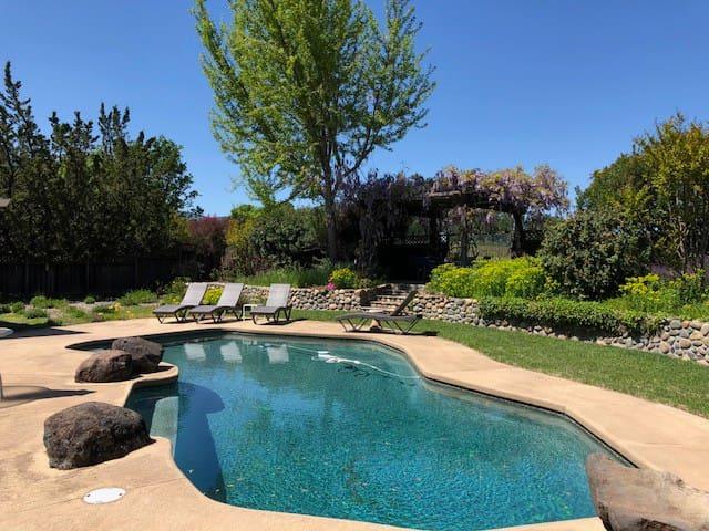 Vineyard Views -Total Home