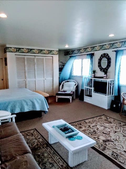 Cozy studio on Hukilau beach