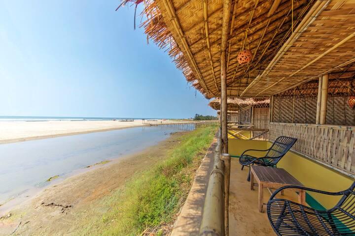 Bliss Beach Front, Natural Bamboo Cottage - Mandrem - Overig