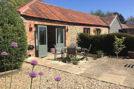 Pretty coastal cottage, Morston, north norfolk