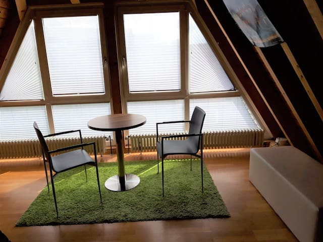 Gemütliches DG-Zimmer  in Stuttgart-Degerloch
